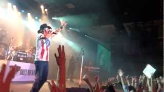 BRET MICHAELS Footage Of New Year's Eve Performance In Minnesota