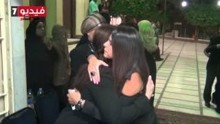 getlinkyoutube.com-بالفيديو.. نجوم الفن والمجتمع في عزاء والدة نرمين الفقى
