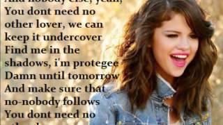 getlinkyoutube.com-Selena Gomez - Undercover (LYRICS ON SCREEN!)
