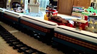 getlinkyoutube.com-Hogwarts Express & Polar Express G Gauge RC Trains by Lionel