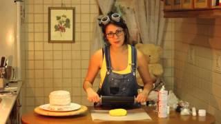 getlinkyoutube.com-Tarta Minion con Fondant | Carla Super Cookies
