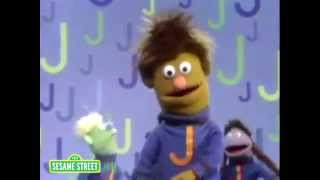 getlinkyoutube.com-Sesame Street: J Friends (Low tone)