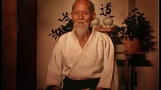 getlinkyoutube.com-Aikido performance by Morihei Ueshiba in 1960 合気道