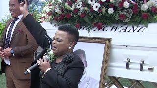 getlinkyoutube.com-PURE EMOTION! Watch Rebecca Malope's heart-wrenching tribute in front of Sfiso Ncwane's coffin