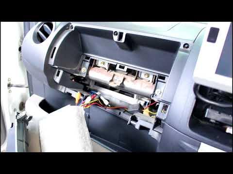 Где находится предохранитель передних габаритов в Daihatsu YRV