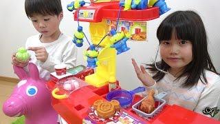 getlinkyoutube.com-ドライブスルー ディズニー お店屋さんごっこ おもちゃ お買い物ごっこ こうくんねみちゃん Drive through Disney hamburgers shop