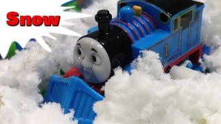 "getlinkyoutube.com-Thomas and friends ""SNOW"" トーマス プラレール ガチャガチャ ゆき"
