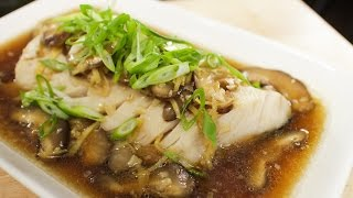 getlinkyoutube.com-Steamed Fish w/ Ginger Soy Sauce - Pla Neung See Ew