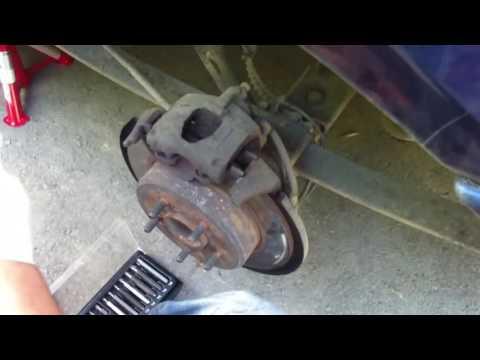 Brake pads replacement on a 2003 Chrysler Voyager Как поменять тормозные колодки