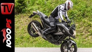 getlinkyoutube.com-Honda NC750X 2014- Test | 5 Meinungen - 1 Bike | Stunts, Action, Sound