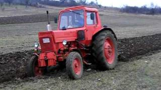 getlinkyoutube.com-MTZ-80 plowing