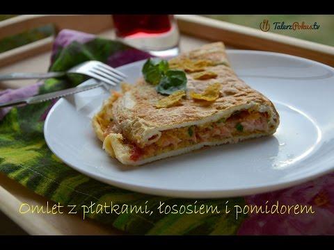 Omlet z płatkami, łososiem i pomidorem