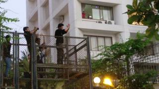 SRK at Mannat on 2 November 2016 celebrating his Birthday with his Fans in King Style
