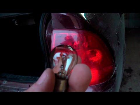 Как поменять лампу стопсигнала в задних фонарях Приоры хэтчбек