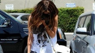 getlinkyoutube.com-Selena Gomez Worst Moments - Crying, Paparazzi Tension & More