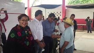 Entregan apoyos a adultos mayores y empleo temporal en Tuxtepec