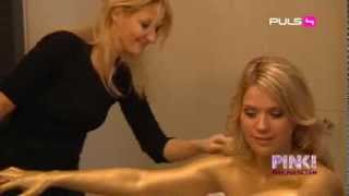 getlinkyoutube.com-Johanna Setzer painted gold (goldshooting mit cafe puls stars!)