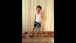getlinkyoutube.com-Четырехлетний Захар танцует
