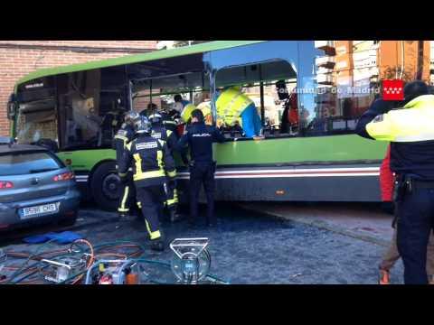 23.01.2015 Accidente de tráfico entre un camión de Bomberos del ayto. de Móstoles y un autobús.