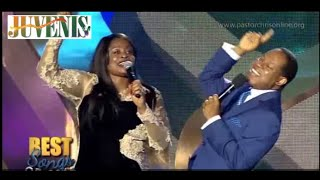 getlinkyoutube.com-SINACH & PASTOR CHRIS COLLABORATE ON STAGE