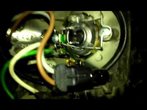 Замена лампочек габаритов передних фар. Пежо 406