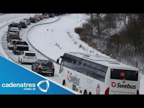 Tormenta de nieve provoca accidentes fatales en vías automovilísticas de EU