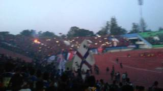 getlinkyoutube.com-Atmosphere Persis Solo VS Arema Cronus(1)