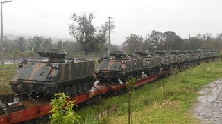 getlinkyoutube.com-Trem transportando Blindados M113