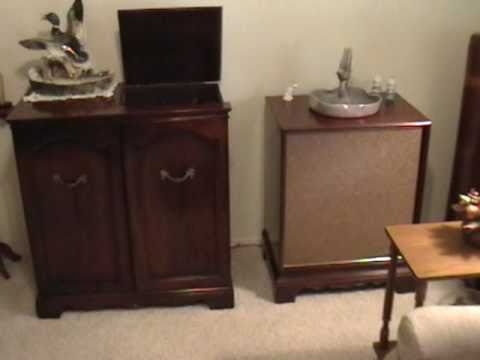 Magnavox Provincial Stereo Console