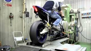 getlinkyoutube.com-Arrow Exhaust 2015 Yamaha R1 - Dragon's Breath!