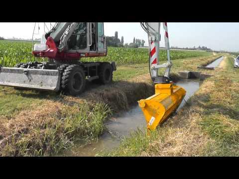 BF 24 Benna falciante Ghedini su escavatore Takeuchi