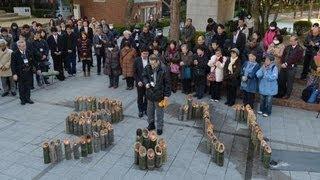 東日本大震災2年 神戸の東遊園地で黙とう