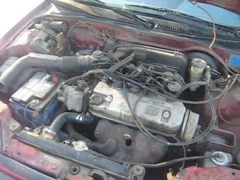 Автомобиль Honda Civic '1989 Видео моторного отсека ..!!