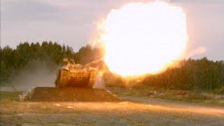Tanque disparando y saltando a cámara lenta