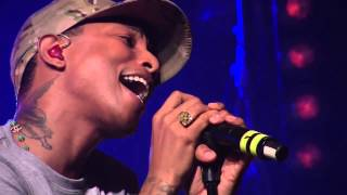 Pharrell Williams - Get Lucky (Live In NYC)