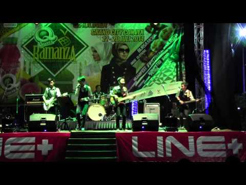 Vertical Band (SMPN 19 Sby) @Grand City Ramanza, Beatles: rock n roll music