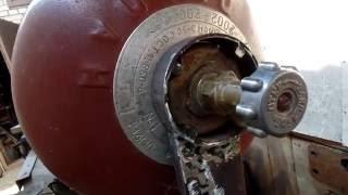 Мое самодельное приспособление для откручивания кранов с БОЛЬШИХ газовых баллонов на даче.