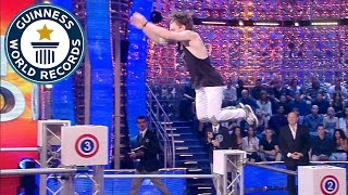 getlinkyoutube.com-Parkour - Fastest time to jump over 7 bars - Guinness World Records