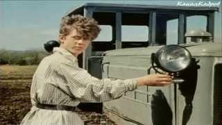 """getlinkyoutube.com-СТЗ ДТ-54, гусеничный-трактор из к/ф """"Ход конем"""" (1962)."""