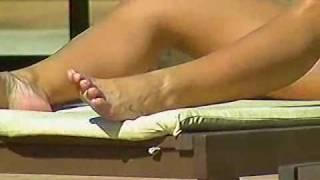 getlinkyoutube.com-A Fazenda - Meninas de biquíni fio dental ao sol