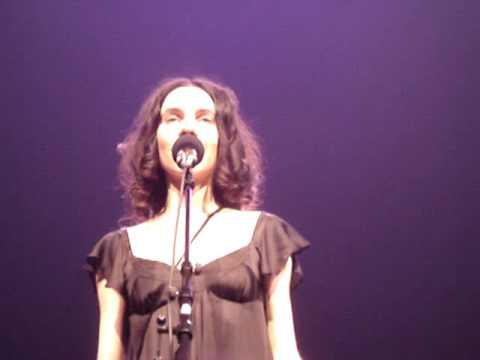 PJ Harvey - Un Cercle Autour Du Soleil