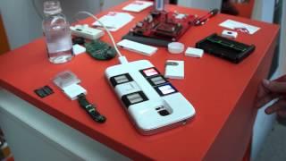 getlinkyoutube.com-Hands-On : Nexpaq, the modular smartphone case @ConnectedConf