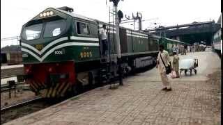 getlinkyoutube.com-Pakistan Railways (Krakoram Express)