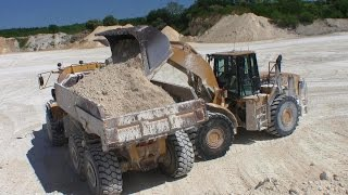 getlinkyoutube.com-Cat 980G Wheelloader Loading Volvo A35 Dumpers With Lime