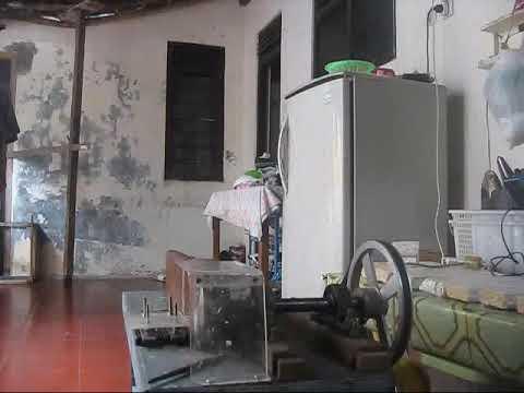 proses pengirisan tempe di rumah industri kripik tempe cap tampah dengan mesin buatan sendiri_0.flv