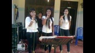 getlinkyoutube.com-Suara Tinggi Melengking Trio Batak Putih Hitam - Selvia