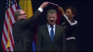 El Presidente de Colombia Juan Manuel Santos recibió un título honorífico en Lawrence, Kansas.