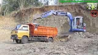getlinkyoutube.com-Mini Excavator Komatsu PC75UU Loading Mitsubishi Dump Truck