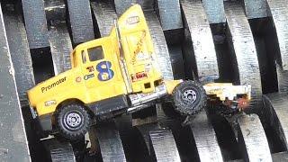 getlinkyoutube.com-Shredding metal toy cars