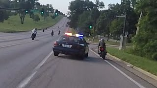getlinkyoutube.com-Motorcycle VS Cops Chasing Bikers Swerves At Stunt Bikes Police Chase Street Bike Runs From Cop 2016
